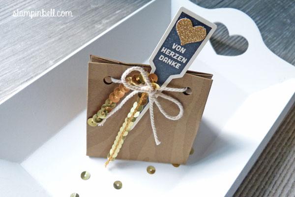 Stanz- und Falzbrett für Geschenktüten Stampin Up! Hintergrundstempel It´s Wild Geschenkschachtel